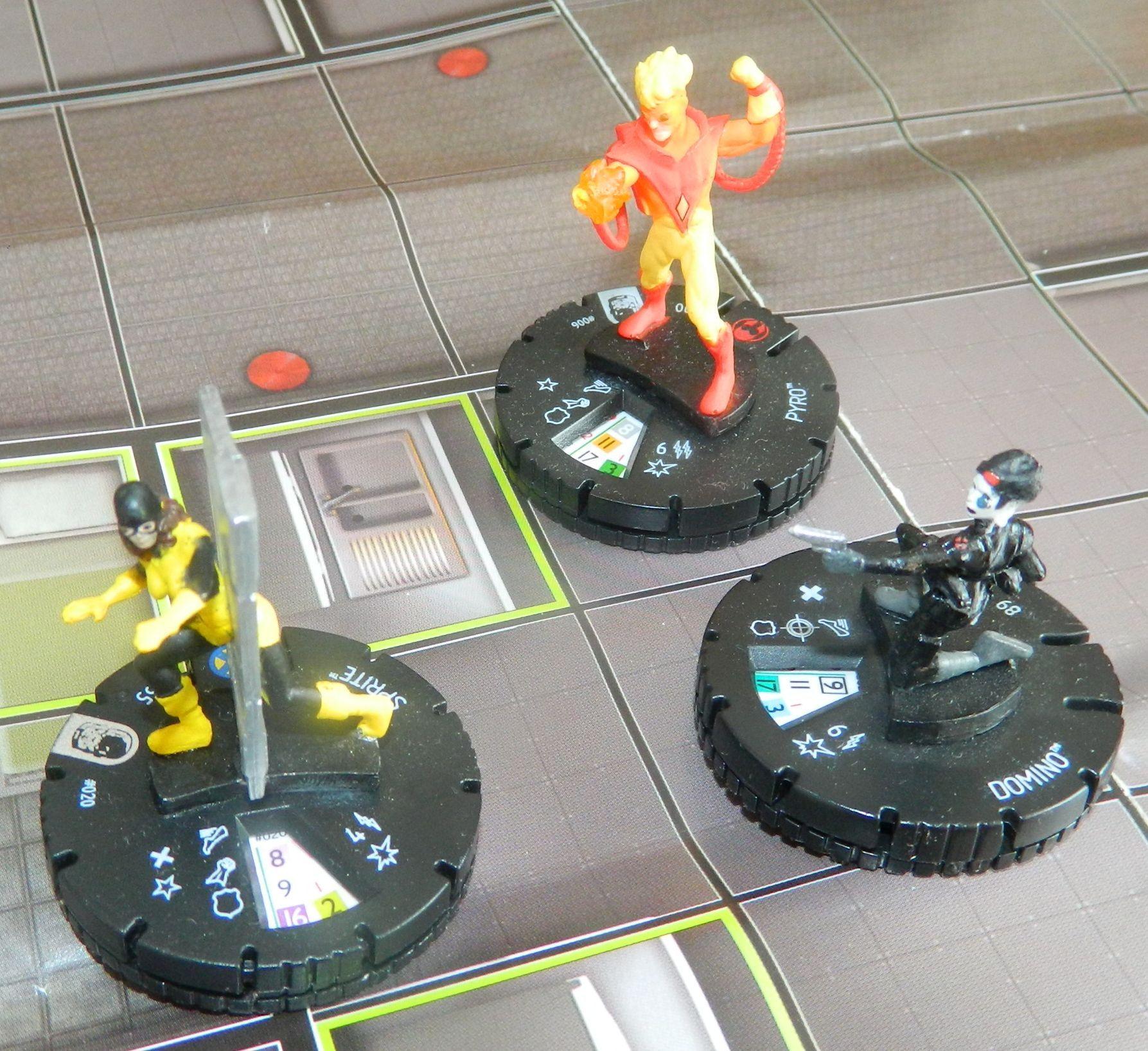 Sprite ucieka przed ogniem Pyro i strzałami Domino